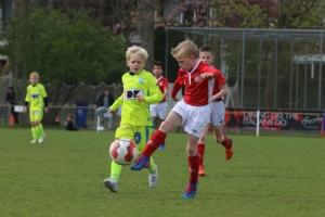 PSV U09 (r) tegen KAA Gent U09 in de finale
